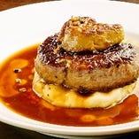 名物!低温調理したフォアグラと牛フィレ肉のロッシーニ