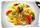 小海老とパプリカのハーブ風味のスパゲティ