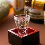 グラスから溢れるほどの日本酒
