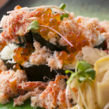 蟹とイクラのこぼれ寿司