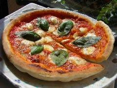 マルゲリータ。22年前からずっと人気の自家製トマトソースと生生地でモチモチの美味いマルゲリータです。