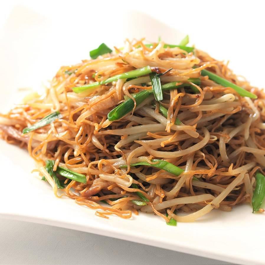 細麺にもやしの食感にオイスターソース絡む香港焼きそば