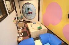 自由に遊びまわれる子連れ用個室完備