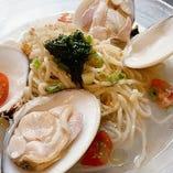 地蛤(はまぐり)のスープパスタ。温or冷製お選びいただけます♪