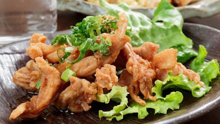 炙りや揚げ、サラダ湯引きなど鶏肉料理を豊富にご用意しています