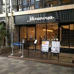右手に進むとお洒落なカフェがありますので、同店舗を目印に左へ曲がります。