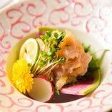 金目鯛と天然真鯛を薬味や味噌などと一緒に包丁で叩いた絶品です