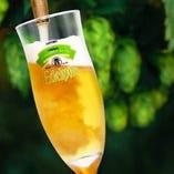 ホップを贅沢に使用した上品な苦味と香りが特徴の生ビールです。