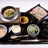 日替わり釜飯と蕎麦セット950円(税込)