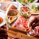 【スパークリングワインも飲み放題!!】 コースの飲み放題メニューには、男女問わず人気のスパークリングワインをはじめ、ビール、カクテルなど豊富なラインナップ。もちろんソフトドリンクもご用意しておりますのでアルコールが苦手な方でも安心してご利用いただけます。