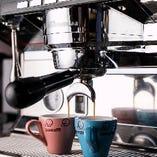 【老舗の味】 1855年にイタリア・ローマで生まれたボンドルフィボンカフェ。地元の方々に160年以上愛され続けているコーヒーが日本に上陸!ここ「bondolfi boncaffe 日比谷」で、コーヒーをお楽しみいただけます。赤坂からも近いのでお気軽にお立ち寄りください。美味しい一杯をご堪能くださいませ。