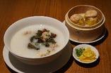 ピータンと豚肉細切りのお粥+香港シューマイ2個