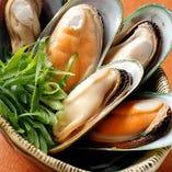 ぷりっとした歯ごたえと出汁がおいしい「ムール貝の白ワイン蒸し」