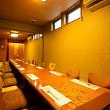 【完全個室】接待にも好適な和室。2室繋いで最大32名様までOK(16名様×2室)