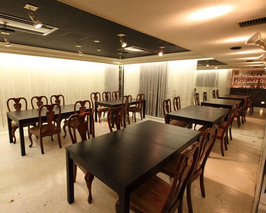 テーブル席・完全個室(壁・扉あり)・8名様~18名様