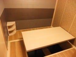 4名様×2の掘りごたつ個室。部屋を繋げて8名様でも利用できます。