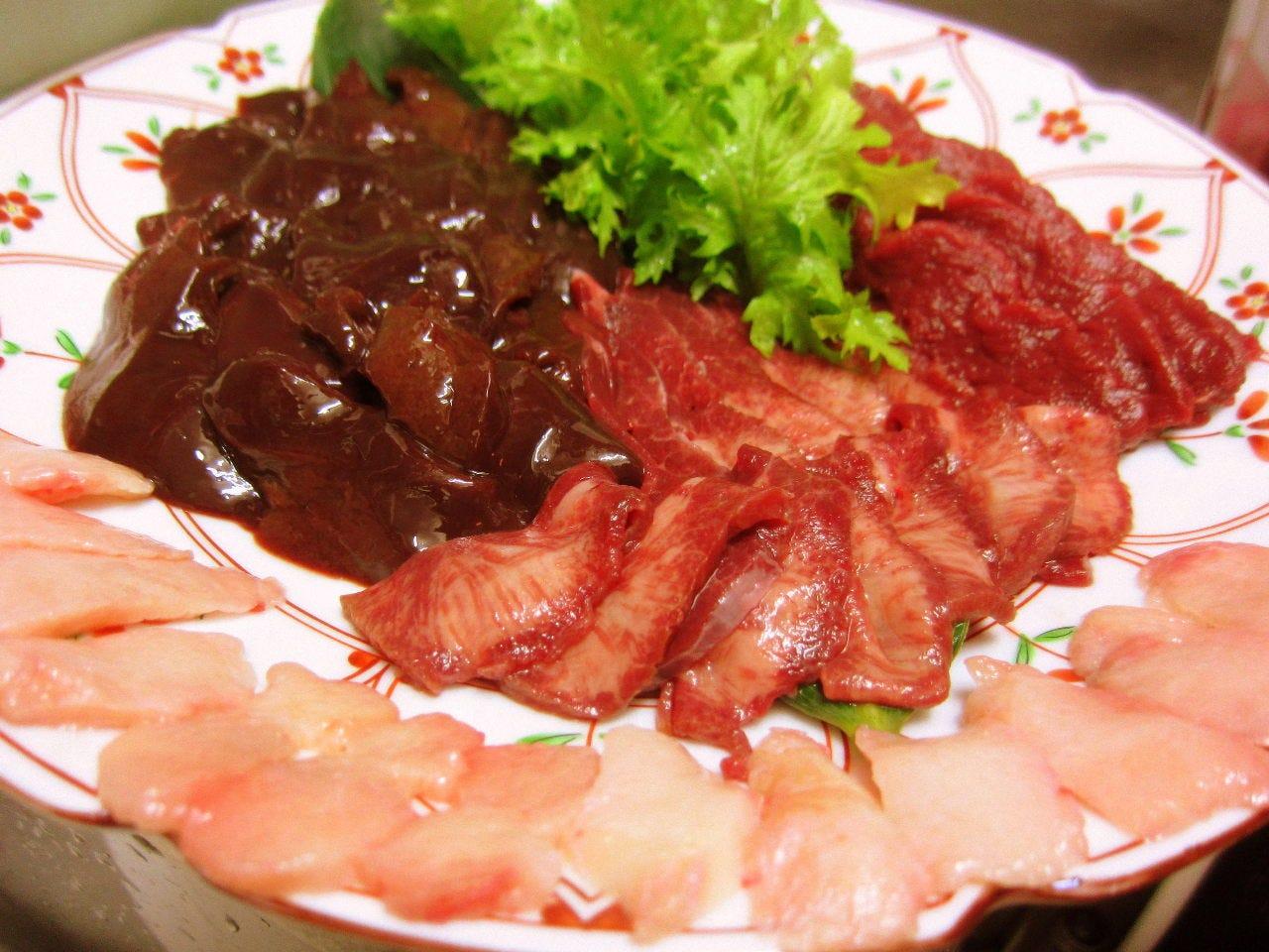 秋田産馬肉の盛り合わせ 鮮度抜群の逸品です