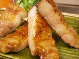 ミシュランガイドの万田酵素豚、町家自家製ブレンド味噌漬けのソテー