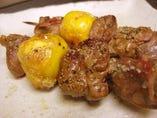 比内地鶏のモツ串焼き