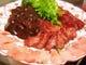 秋田産馬肉の盛り合わせが人気です。