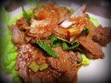 秋田産 馬のホッペ肉、サッパリ煮込み 自家製韓国風タレ添え