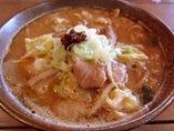 秋田で唯一ミシュランガイドブックに掲載された食材、万田酵素豚のホルモン煮込みら~めん