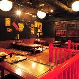 店内に佇むお座敷席はまさに非日常空間!宮島の鳥居を彷彿とさせる空間で贅沢気分を!