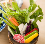 朝摘み野菜の桶盛り