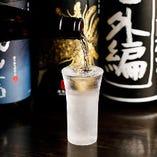 冷や燗など、日本酒によって飲み頃の温度はそれぞれ違うもの。香りや旨味が最適の状態になるようそれぞれの温度調節に気をつけながら一本一本丁寧に付けています。
