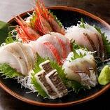 朝獲れ鮮魚を神経〆しているため、鮮度は抜群!特にお刺身は、鮮度の良さが食感や旨味からもわかる新鮮さが自慢の逸品。