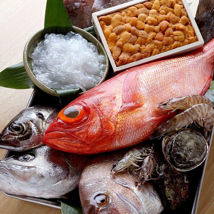 毎朝市場で目利きをして仕入れた新鮮魚介をお造りでも堪能