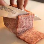【店でカット】 塊肉で仕入れ熟練の料理人が丁寧にお店でカット
