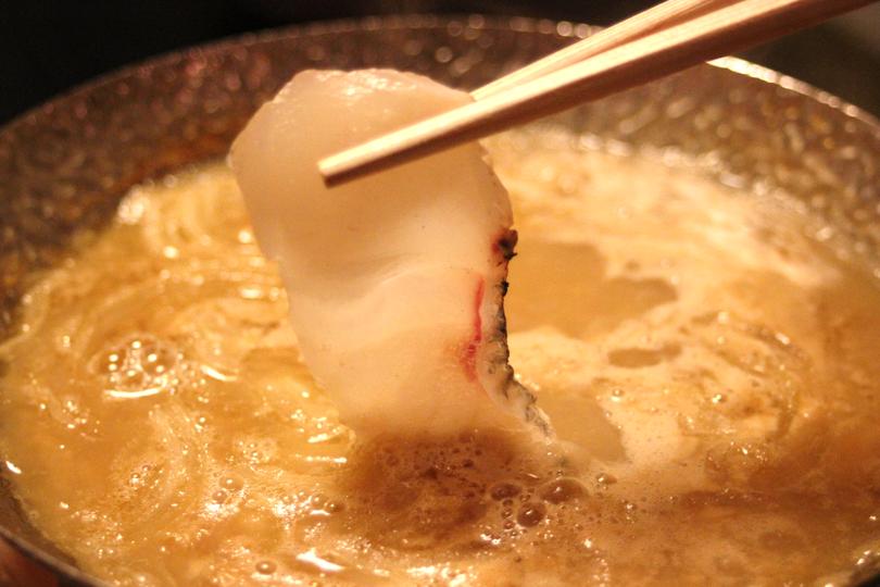 旨味絶佳、魚骨スープのしゃぶしゃぶ