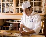 博多で数少ない鱧料理を提供する店としてファンを魅了している。