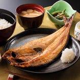 『北海道利尻産真ほっけの開き』…利尻島産の肉厚真ほっけを使用