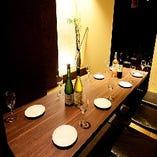 上質な和モダンで温もりのある空間は、少人数から会社宴会まで◎