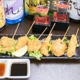 定番メニューの串カツは鶏、豚、魚介や野菜も◎