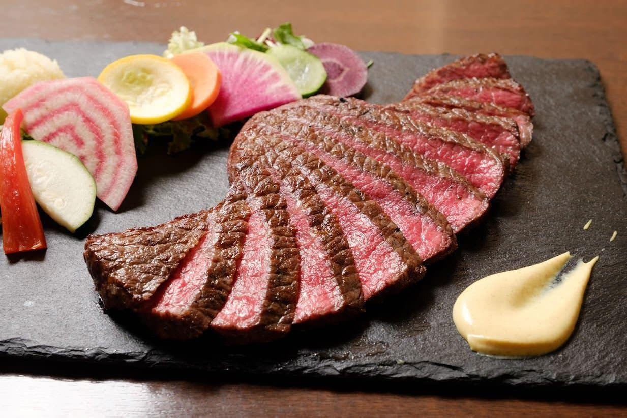国産黒毛和牛の肉汁を堪能出来ます