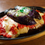 燻製鶏モモ肉のオーブン焼き トマトソース