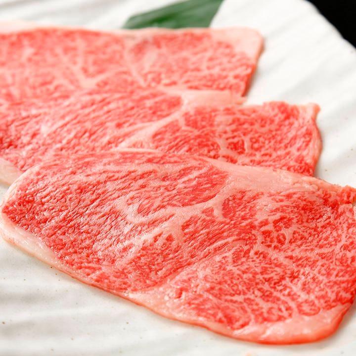 素材の味を生かすため、切り方、提供方法などにもこだわります。
