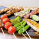 3大人気メニュー 「お任せ串焼き盛合せ」肉・魚・野菜