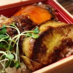 8、フォアグラと鶏つくねの土鍋ご飯