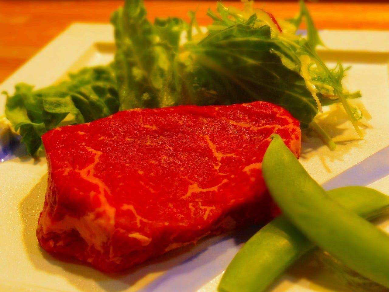 キメの細かいサシの入ったステーキ