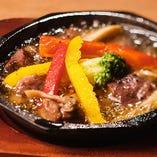 牛タンと野菜のアヒージョ