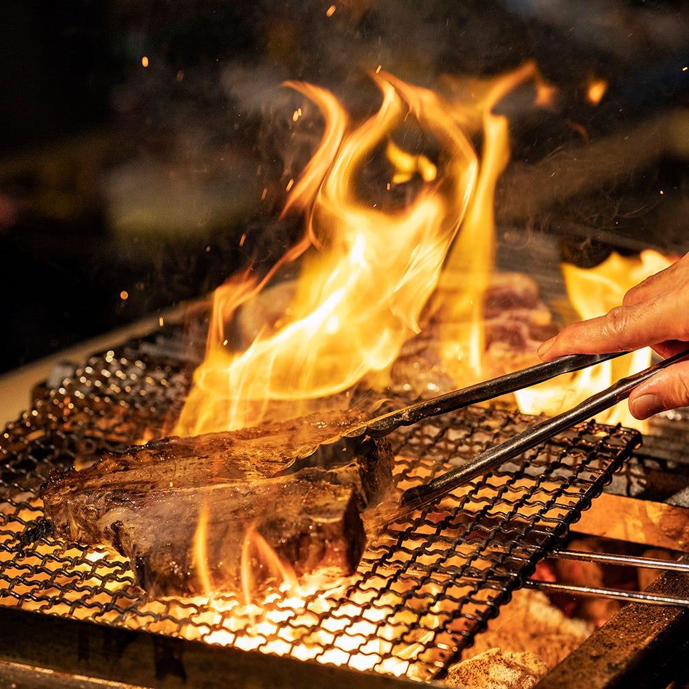 炭火で焼き上げるステーキ各種!本日のお肉ボードから選べます!