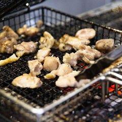 炭焼き一番人気! もも籠炙り焼き 土佐ジローの地鶏焼き
