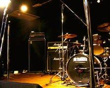 ステージ、機材、楽屋完備
