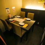 テーブル席個室(~4名様×2)