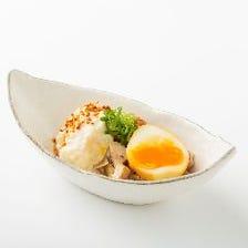 鶏の角煮ポテトサラダ煮卵のせ