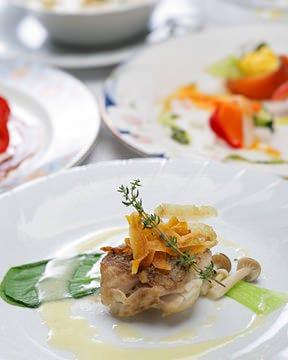 旬の食材と生産者の思いをお皿に彩ります